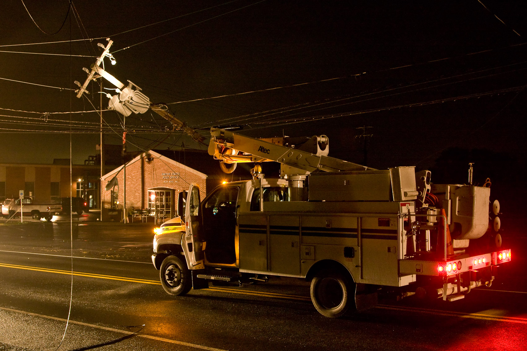Location Photograph of a PPL Bucket Truck on the Scene of an Accident | J. Eldon Zimmerman Photography | Lancaster, PA Commercial Photographer