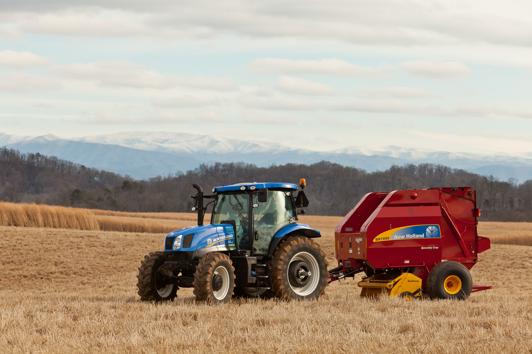 New Holland T6.165 Tractor with BR7090 Specialty Crop Round Baler | J. Eldon Zimmerman Photography | Lancaster, PA Agriculture Photographer